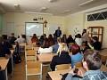 """""""TopGear"""" saugaus eismo akademijos nariai Marijampolės gimnazistams pasakojo, kaip išvengti keliuose tykančių pavojų"""
