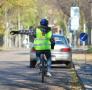 Vaikas pradeda savarankiškai keliauti dviračiu: ką būtina žinoti tėvams ir pačiam vaikui?